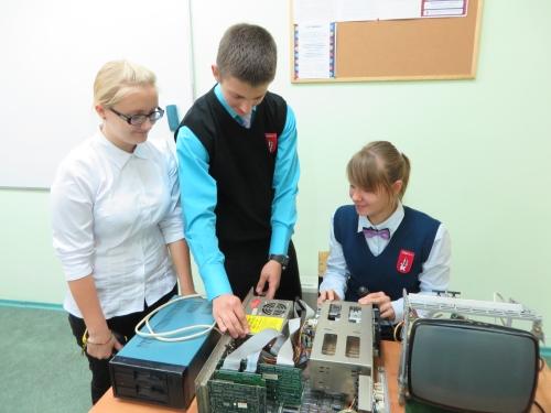 Разборка системного блока учениками 9 класса лицея № 17 г. Калининграда