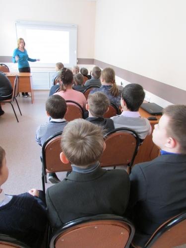"""Научно-познавательный фильм и презентация на тему: """" Мир высоких технологий и предпринимательства"""" в 4 """"В"""" классе"""