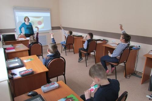 """Бинарный урок по развитию устной речи и изобразительному искусству в 3""""в"""" классе"""