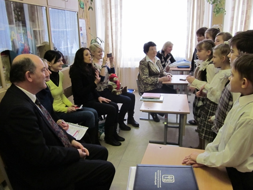 Гости из Великобритании побывали на уроке в начальной школе