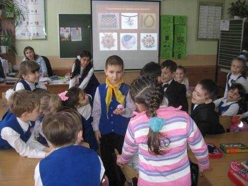 Гришин  Коля  с  исследовательской  работой  у  первоклассников