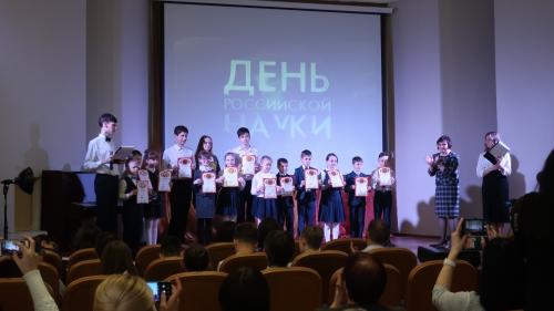 """Наши победители научно-практических конференций: """"Мир вокруг нас"""", """"Первые шаги в науку""""!"""